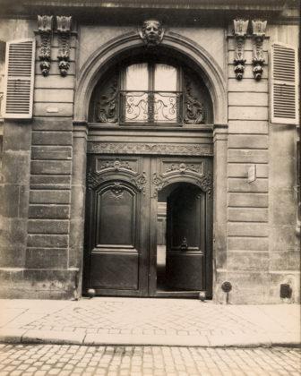 Hôtel, rue de Varenne 19, 1900, albumen silver print
